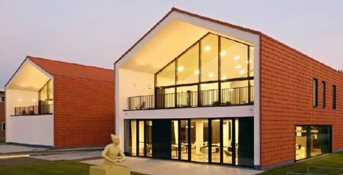 """El 19 de septiembre se celebrará en Madrid la jornada""""Nueva arquitectura con cubiertas ventiladas de teja. Edificios de diseño y máxima eficiencia energética""""."""