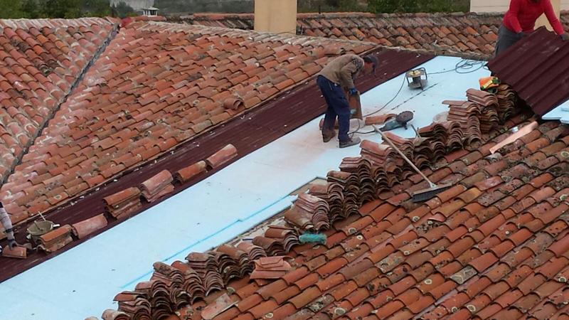En la fijación de las placas se ha empleado una fijación tipo nylon para soportes cerámicos.