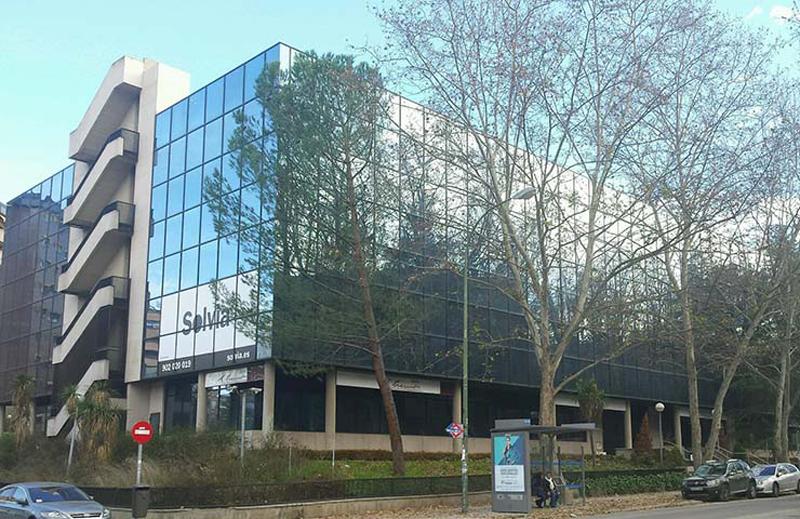 El edificio a rehabilitar se encuentra situado enel barrio de Mirasierra (Madrid).