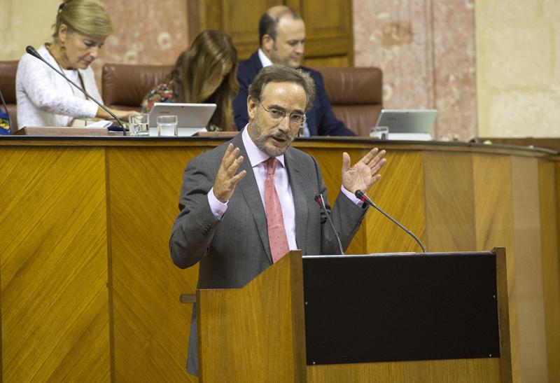 """Felipe López asegura que """"se cumplirán todos los compromisos adquiridos por la presidenta para la instalación de ascensores en edificios""""."""