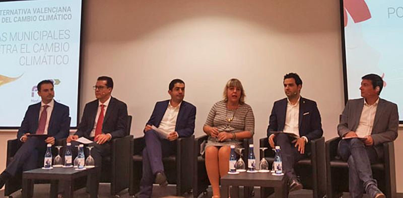 Juan Antonio Sagredo, alcalde de Paterna, explicó en una mesa redonda sobre cambio climático las acciones que lleva a cabo su municipio, centradas en movilidad eléctrica, energías renovables y el Plan Actúa.