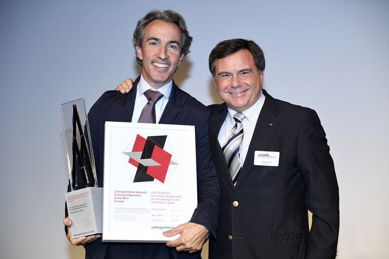 Joaquín Pérez-Goicochea, AGi architects, e Isidoro Miranda, director general deLafargeHolcim.