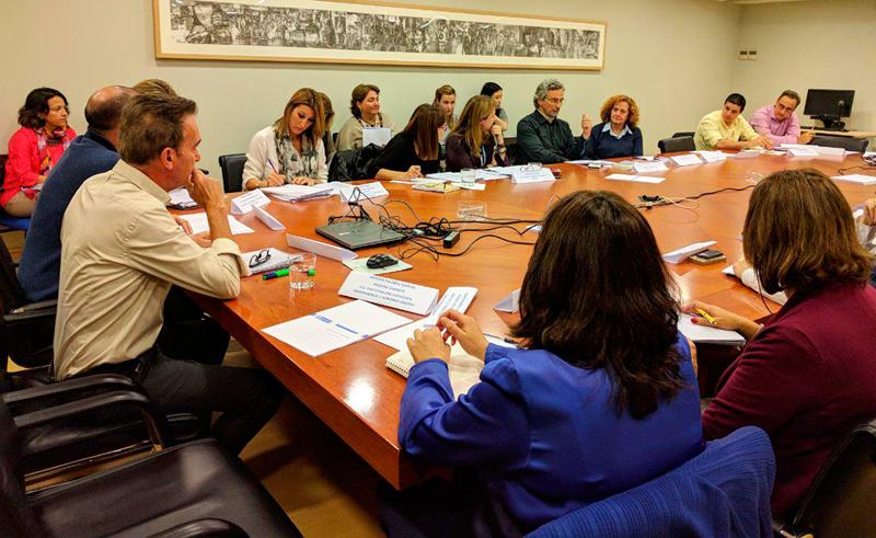 """Personal de todas las áreas del Ayuntamiento y miembros del colectivo Alianza por el Clima velarán por el cumplimiento de los 14 puntos de la propuesta """"Madrid 100% sostenible""""."""