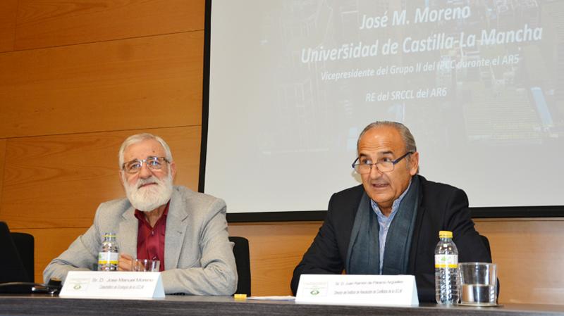 El experto de la ONU José Manuel Moreno advierte en la UCLM de la necesidad urgente de frenar las emisiones de CO2.