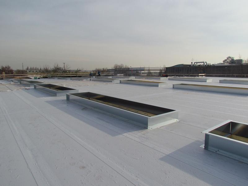 Instalación de panel sándwich ISODECK PVSTEEL en cubierta plana.
