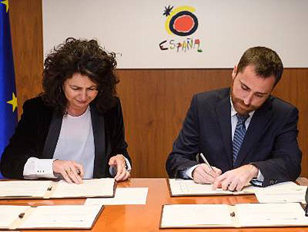 A través de dos convenios por importe de tres y cinco millones de euros se rehabilitarán infraestructuras y equipamientos en enclaves turísticos de Canarias.