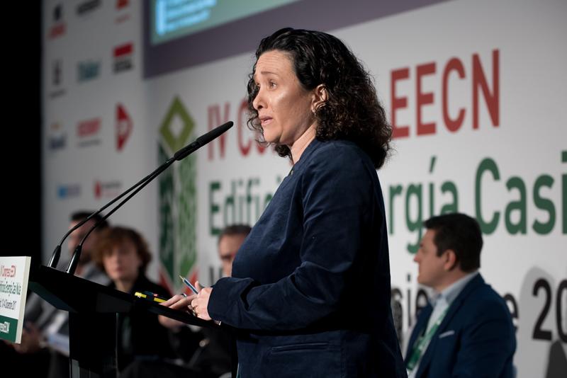Patrizia Laplana, moderadora, mesa redonda 3. IV Congreso Edificios Energía Casi Nula 2017.