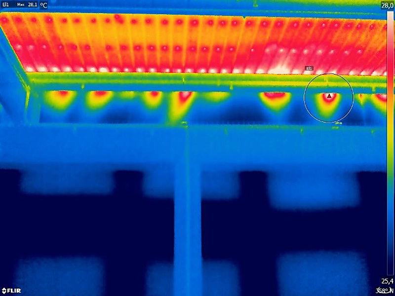 Figura 9. Entradas de aire en el encuentro de la cubierta con la fachada.