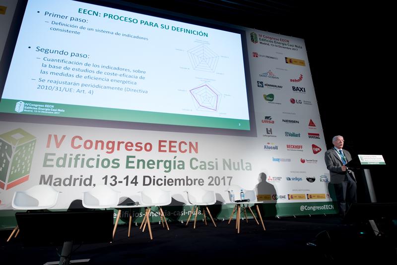 Luis Vega, del Ministerio de fomento, durante la conferencia magistral del IV Congreso Edificios Energía Casi Nula 2017.