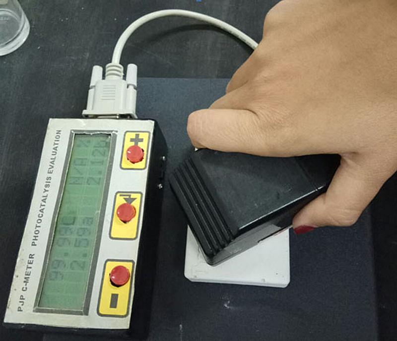 El CSIC ha desarrollado un dispositivo denominado 'pholouring' para medir instantáneamente e in situ la actividad de los materiales fotocatalíticos.