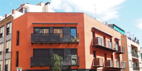 Edificio Demo BCN nZEB en Barcelona con aerotermia, energía solar térmica y techo radiante