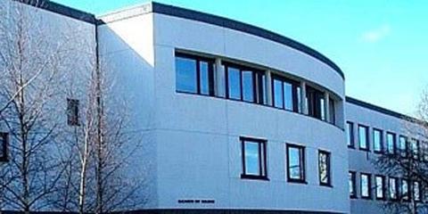 Influencia del diseño arquitectónico en las emisiones de CO2 de edificios de oficinas, análisis de cinco casos pioneros en el Reino Unido y Suiza