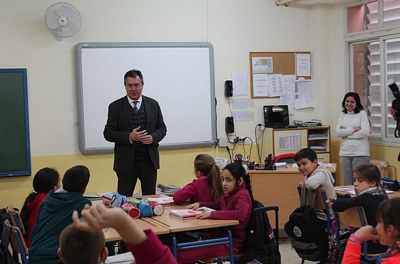 El Ayuntamiento programa 60 proyectos de inversiones en colegios por un importe de 5,3 millones de euros para el año 2018 así como mejoras en eficiencia energética y accesibilidad incorporadas con las enmiendas de los grupos.