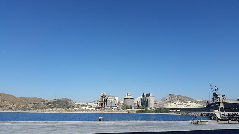 Imagen de la fábrica de LafargeHolcim en Carboneras (Almería).