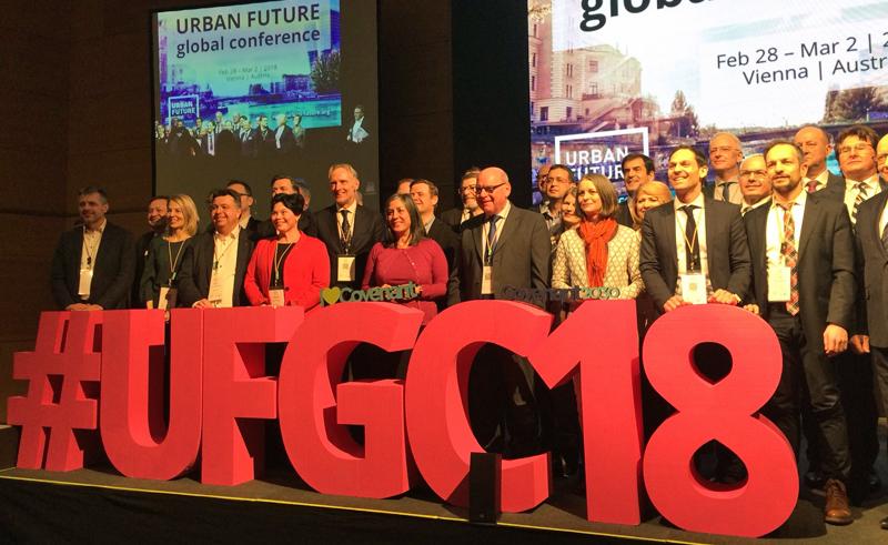 Los representantes de las 37 ciudades que se han adherido al Pacto de Alcaldes por el Clima en el marco de la Urban Future Global Conference que celebra Viena.