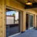Cal Rossa, el alojamiento rural positivo de madera que genera más energía de la que consume