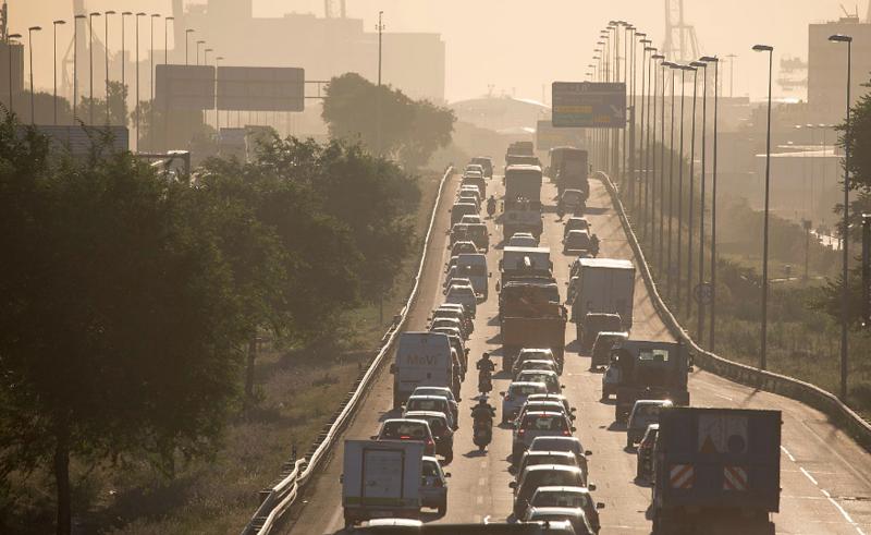 Atasco de coches en una carretera de Barcelona