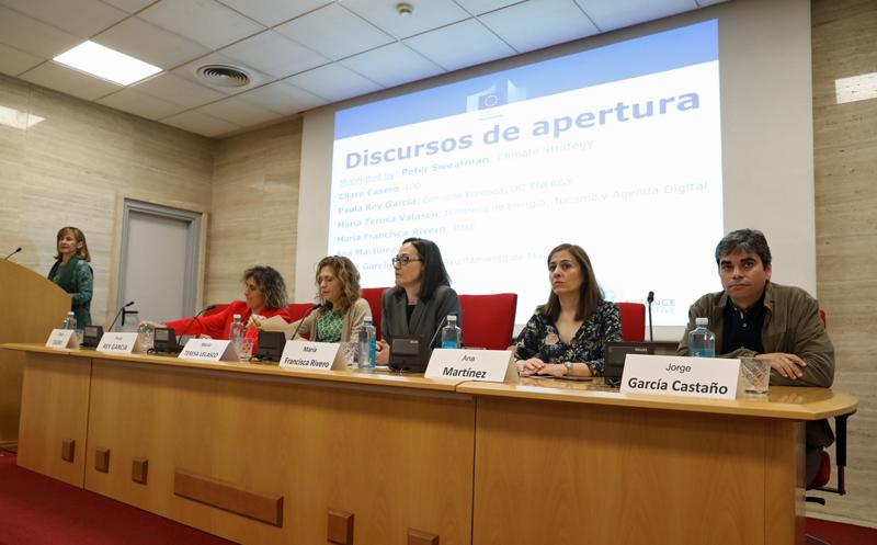 Mesa redonda organizada por el Instituto de Crédito Oficial (ICO), la Comisión Europea y la Iniciativa Financiera del Programa de Naciones Unidas para el Medio Ambiente