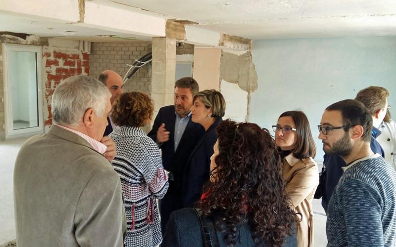 Visita de las obras de la primera fasepara la rehabilitación de seis viviendas en el Parque de Maquinaria de Alcañiz.