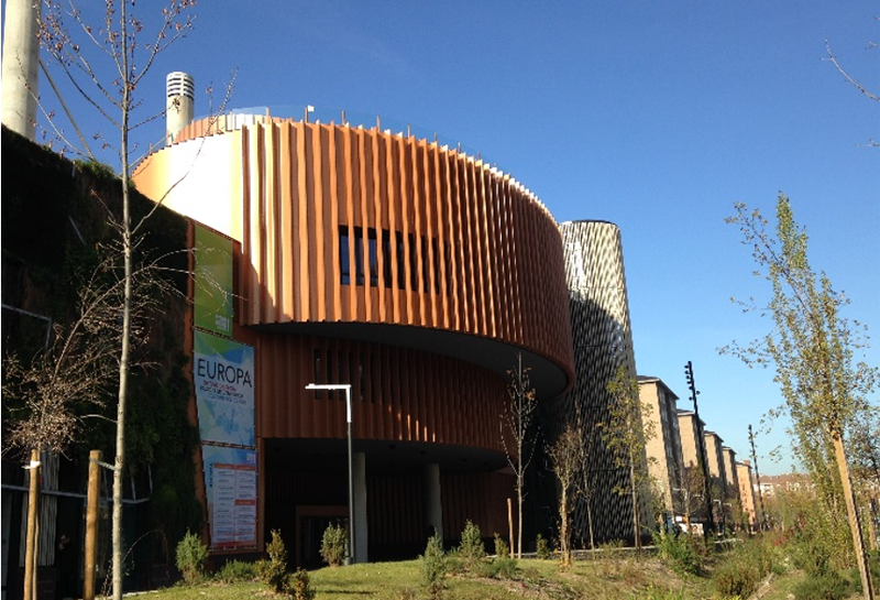 Figura 1. Fachada principal Avenida Gasteiz.