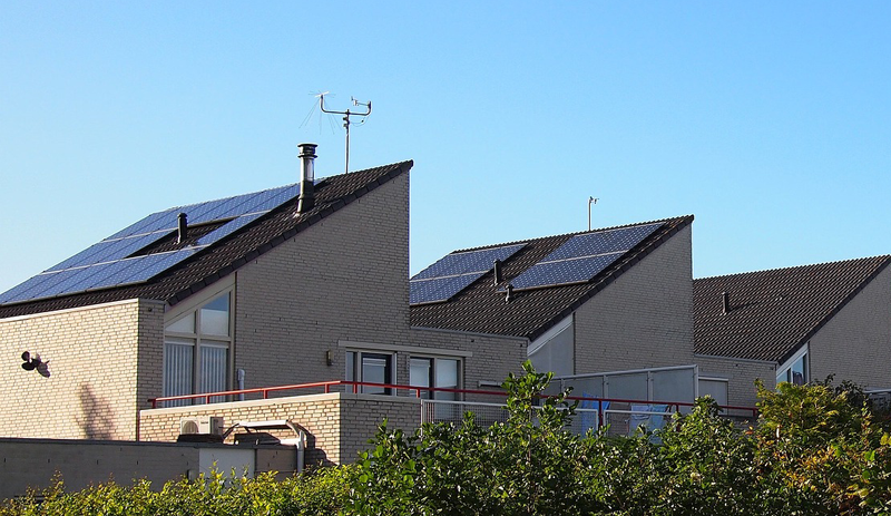 Paneles solares sobre viviendas