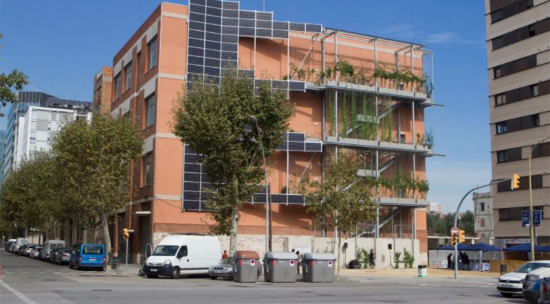 Fachada fotovoltaica en edificio de Barcelona