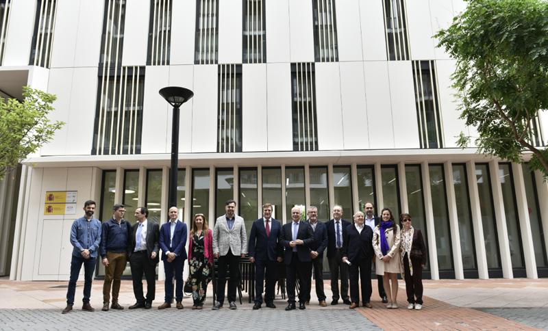 Foto de familia en la inauguración del nuevo edificio de la Administración del Estado en Logroño