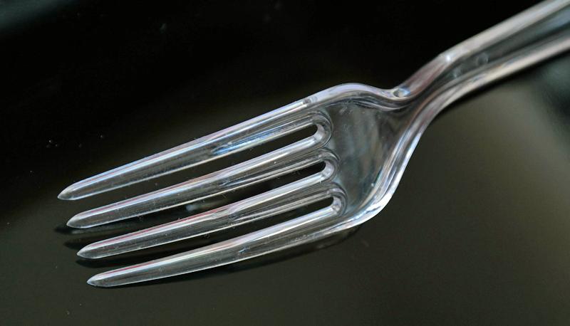 Tenedor de plástico