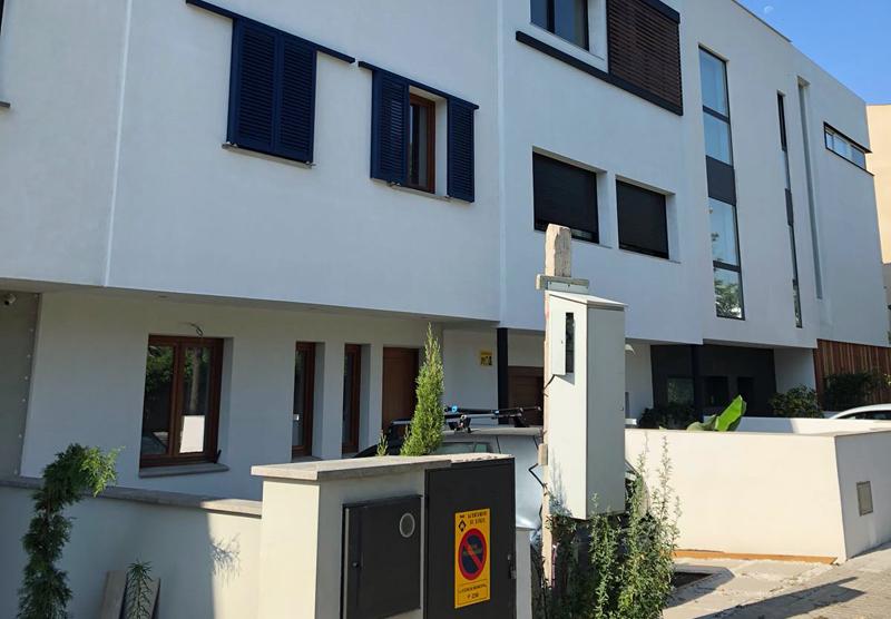 Fachada de la casa de consumo de energía casi nulo de House Habitat en Sitges