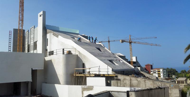 Proceso de construcción de la cubierta ajardinada del hotel GF Victoria en Tenerife