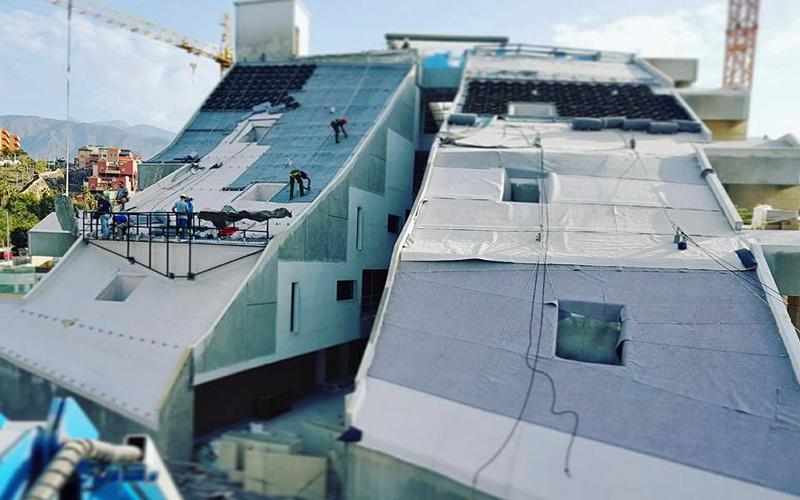 Proceso de impermeabilización de la cubierta ajardinada del hotel GF Victoria en Adeje