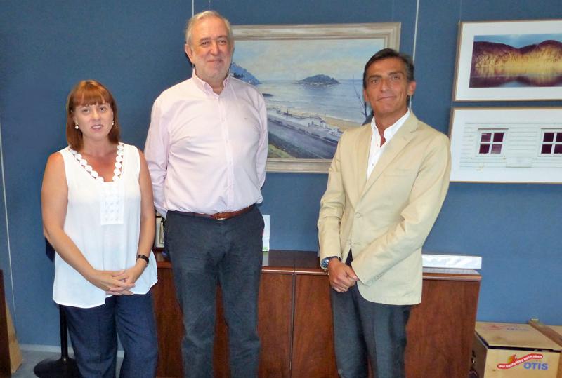 Asistentes a la firma del acuerdo entre OTIS y Fundación Shangri-La para la accesibilidad