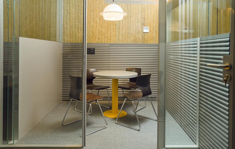 Teselas de vidrio en despacho Impact Hub Piamonte