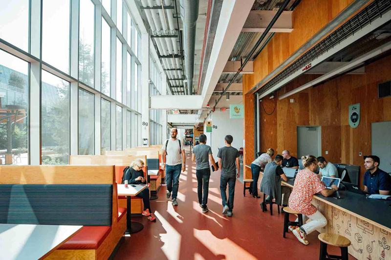 Interior del edificio MKP 21 de Facebook