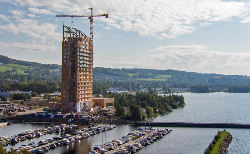 El edificio Mjøstårnet (la torre de Mjøsa) en construcción