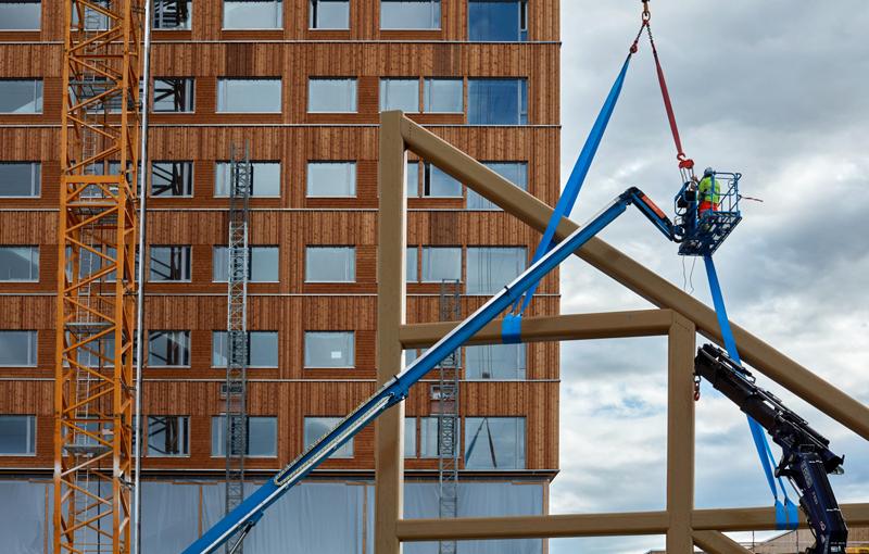 Construcción del el edificio denominado Mjøstårnet en Noruega