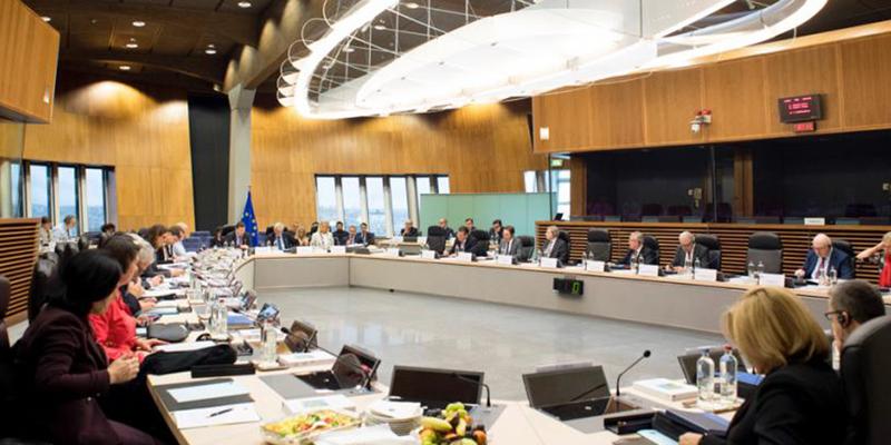 mesa acuerdos UE