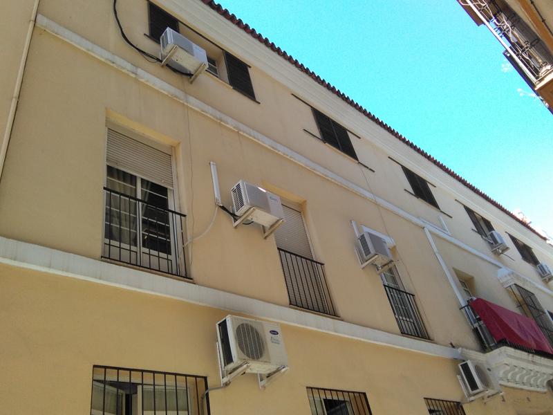 edificio en calle Santiago de Sevilla