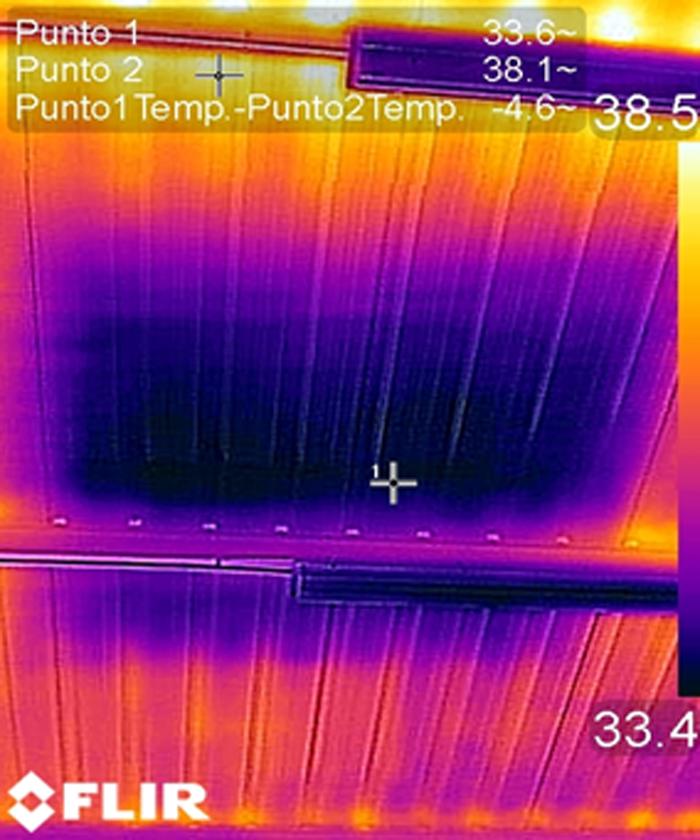 Figura 4. Medición con cámara termográfica desde el interior. Reducción de temperatura de 4,6 grados.
