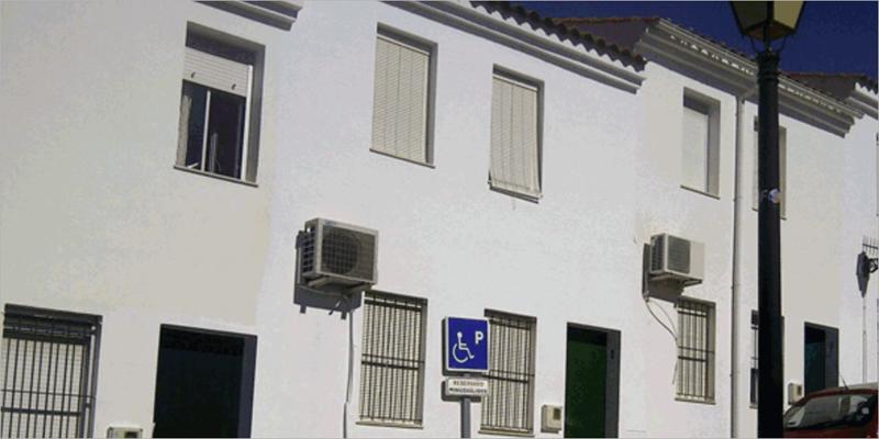 La Junta de Andalucía invierte en la mejora del aislamiento térmico de 19 viviendas en Jabugo