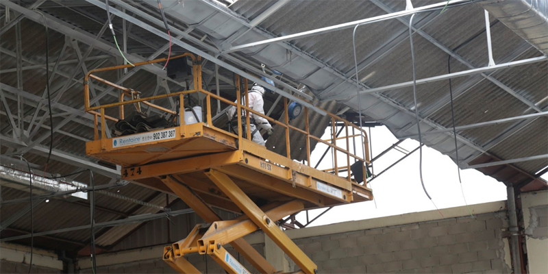 rehabilitación de la cubierta y retirada de residuos del polideportivo Manuel Cadenas de Leganés