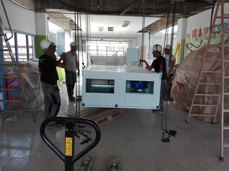 Figura 5. VMC: Instalando la máquina de ventilación en un pasillo existente.