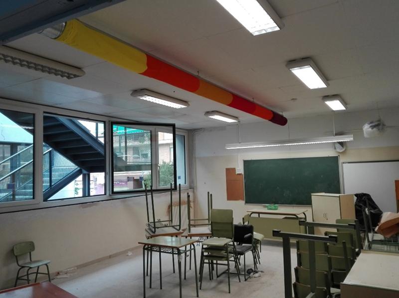 Figura 6. Toque de color: difusores textiles mejoran la mezcla de aire en las aulas. Se evita molestia de corrientes de aire.