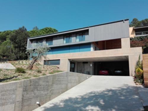 Figura 1. Vista de la fachada sur de la vivienda
