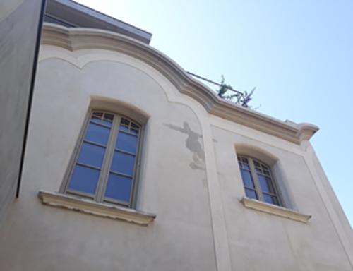 Figura 4. Molduras y curvas en jambas y dinteles de las ventanas.