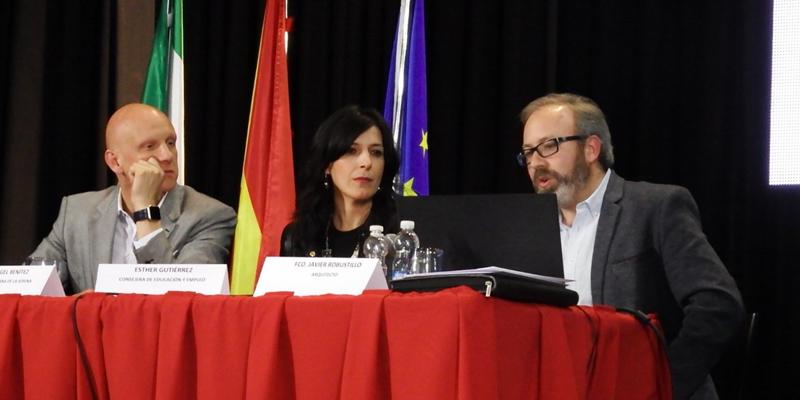 La consejera de Educación y Empleo, Esther Gutiérrez, ha presentado en Quintana de la Serena las características del nuevo centro educativo