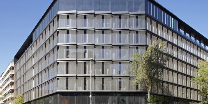 edificio de oficinas situado en la calle Almagro