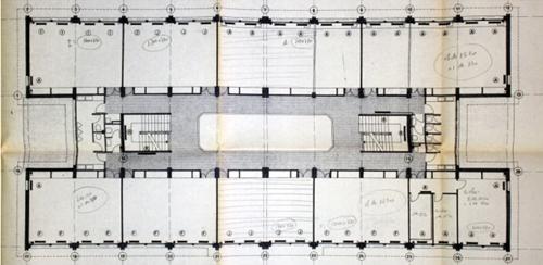"""Figura 2. Planta """"proyecto tipo"""" colegio Luís Tobío (1975)."""