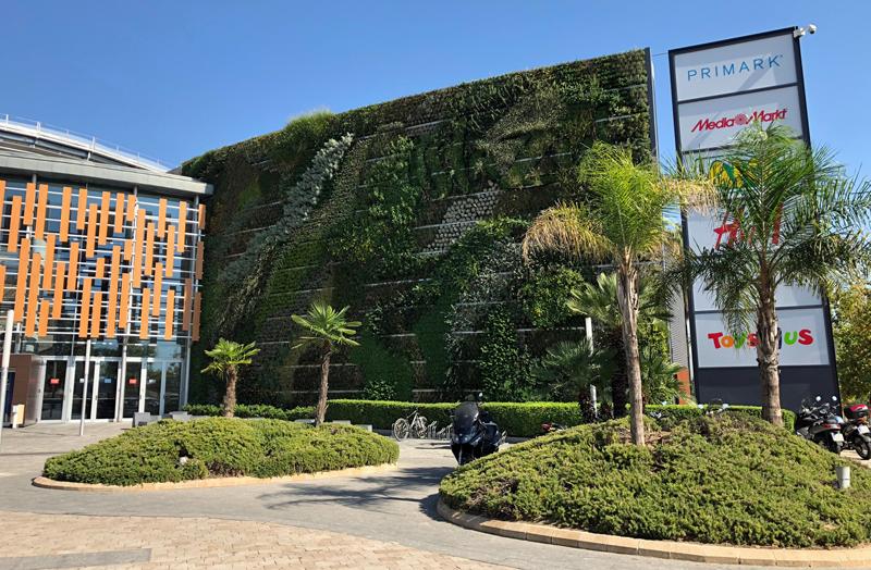 Jardín vertical en el centro comercial Islazul