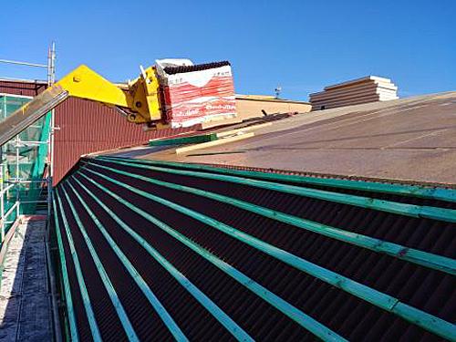 Onduline ha aportado sus sistemas de impermeabilización y aislamiento de tejados.
